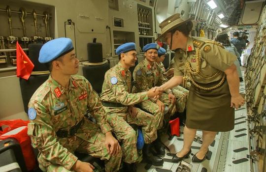 Cận cảnh ngựa thồ C-17 đưa bệnh viện dã chiến sang Nam Sudan làm nhiệm vụ gìn giữ hòa bình - Ảnh 16.