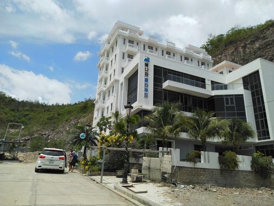 Chính quyền lập chốt chặn thi công sai phạm tại dự án biệt thư Ocean View Nha Trang - Ảnh 4.