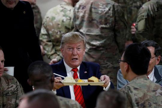 Ông Trump đến Afghanistan, có động thái bất ngờ về Taliban - Ảnh 2.