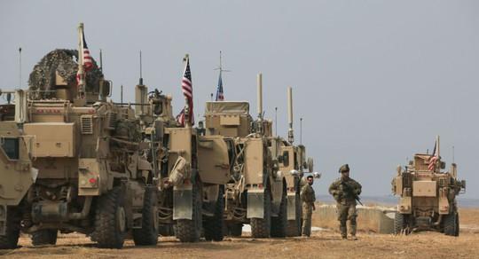 Binh sĩ Mỹ bị tấn công khi đang di chuyển từ Syria đến Iraq  - Ảnh 1.
