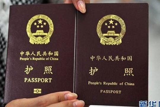 """Philippines đóng dấu hộ chiếu Trung Quốc, đè lên """"đường chín đoạn"""" phi pháp - Ảnh 1."""