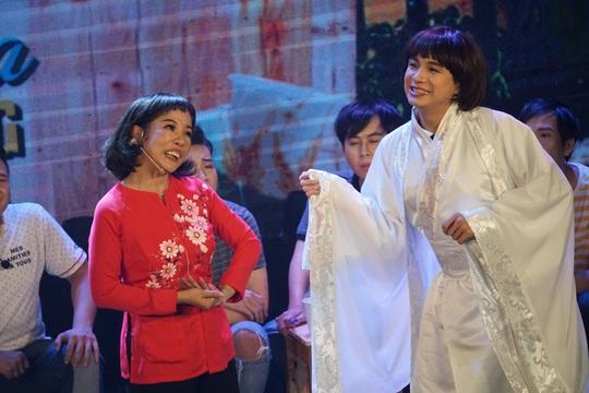 NSND Hồng Vân hóa thân hồn ma nghệ sĩ trong live show Thúy Nga - Ảnh 3.