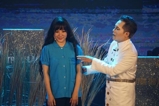 NSND Hồng Vân hóa thân hồn ma nghệ sĩ trong live show Thúy Nga - Ảnh 4.