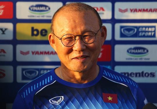 Có gì đặc biệt trong bản hợp đồng mới giữa HLV Park Hang-seo và VFF? - Ảnh 1.