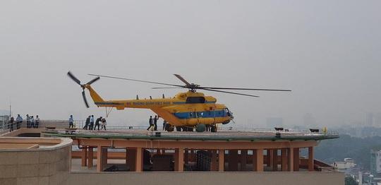 Tận mắt thấy máy bay đáp trên nóc Bệnh viện Quân Y 175 - Ảnh 1.