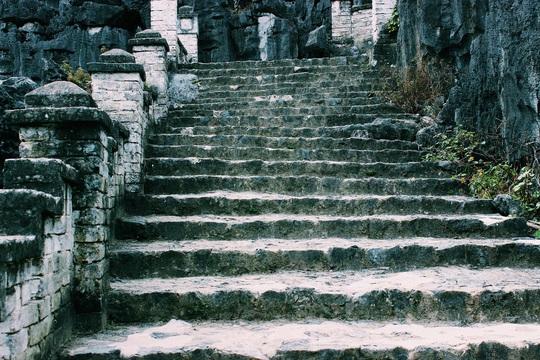 Đến hang Múa, ngắm non nước hữu tình ở lưng chừng trời - Ảnh 3.