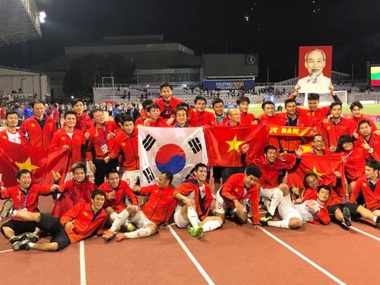 Việt Nam thắng Indonesia 3-0, ghi dấu ấn lịch sử bóng đá SEA Games - Ảnh 1.