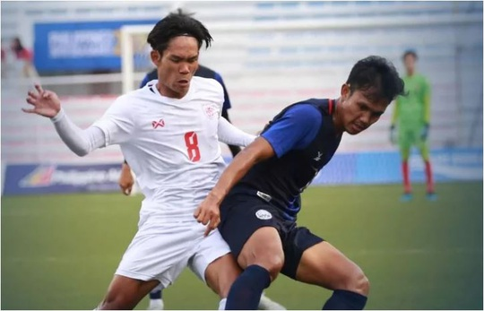 U22 Myanmar đánh bại Campuchia trên chấm luân lưu, giành HCĐ SEA Games 30 - Ảnh 1.