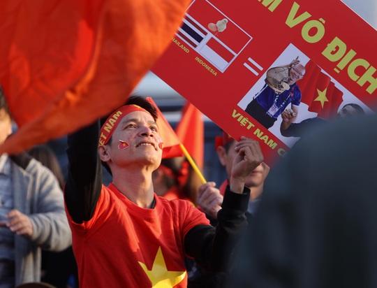 Thủ tướng nồng nhiệt chào đón, chúc mừng các HLV, VĐV đoàn thể thao Việt Nam - Ảnh 5.