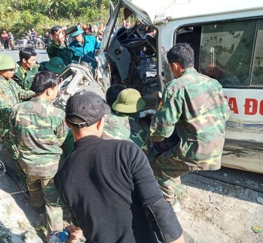 Xe chở đoàn người khuyết tật tông vào vách núi làm 2 người chết, 4 người nguy kịch - Ảnh 2.