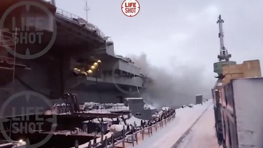 Tàu sân bay duy nhất của Nga cháy, 6 người bị thương - Ảnh 1.