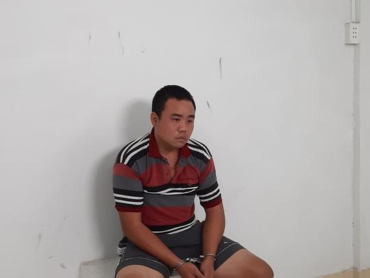 Tiền Giang: Nam thanh niên cầm dao lao ra đường tấn công nhiều người - Ảnh 1.
