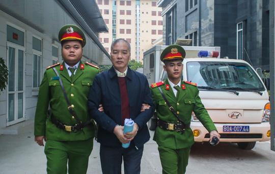 Xét xử vụ MobiFone mua AVG: Lê Nam Trà khai về số tiền 2,5 triệu USD nhận hối lộ - Ảnh 1.