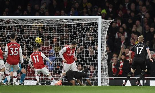 Sao Bỉ chói sáng, Man City đè bẹp Arsenal tại Emirates - Ảnh 2.