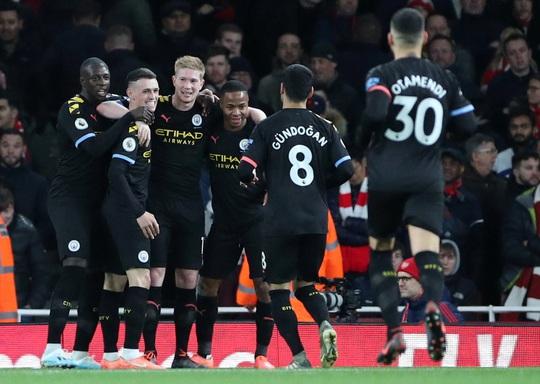 Sao Bỉ chói sáng, Man City đè bẹp Arsenal tại Emirates - Ảnh 6.
