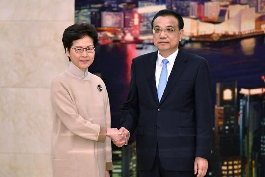 Lãnh đạo Hồng Kông đi nhận chỉ thị ở Bắc Kinh - Ảnh 1.