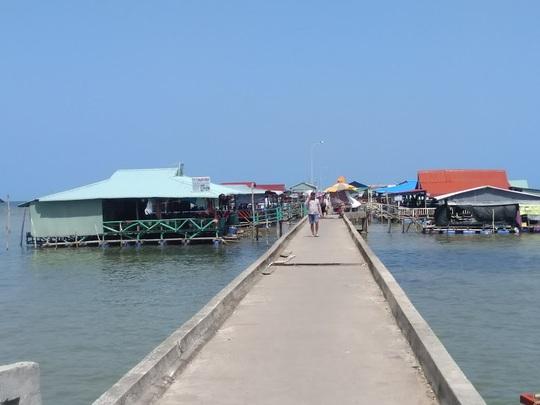 Vì an toàn, cầu cảng làng chài nổi tiếng ở Phú Quốc sắp bị tháo dỡ - Ảnh 1.
