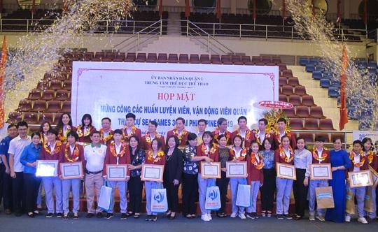 Trung tâm TDTT Quận 1 khen thưởng HLV, VĐV tham dự SEA Games 30 - Ảnh 2.