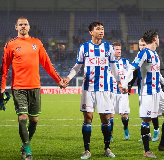 Văn Hậu đã được thi đấu cho Heerenveen: Đá 4 phút cuối, nhận 1 thẻ vàng - Ảnh 1.