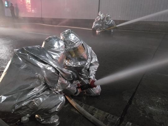 Cận cảnh xử lý tình huống có cháy trong hầm Đèo Cả chỉ trong 15 phút - Ảnh 5.