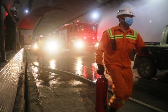 Cận cảnh xử lý tình huống có cháy trong hầm Đèo Cả chỉ trong 15 phút - Ảnh 4.