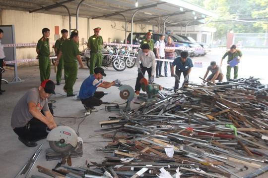 Đồng Nai: Chi thưởng 400 triệu cho những người giao nộp vũ khí, vật liệu nổ - Ảnh 1.