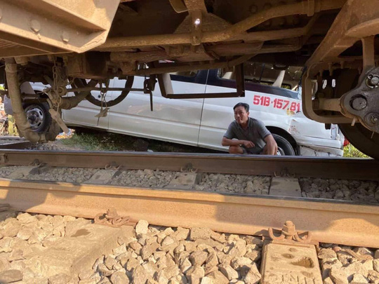 Đồng Nai: Ô tô 16 chỗ bị tàu hỏa tông văng, 5 người bị thương - Ảnh 7.