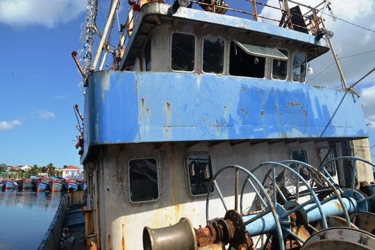 Chùm ảnh: Xót xa cảnh tàu vỏ thép hàng chục tỉ bỏ hư hỏng - Ảnh 7.