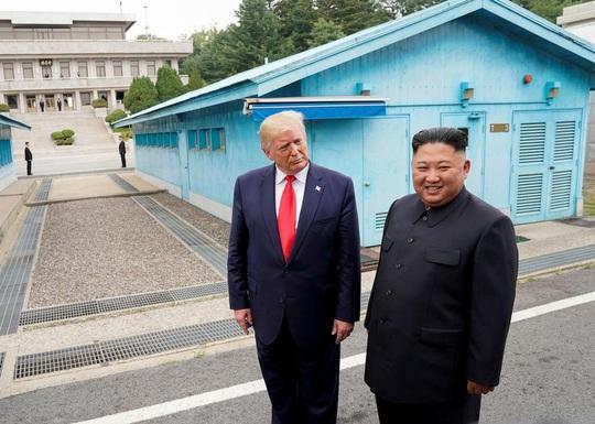 Tổng thống Donald Trump còn nguy hiểm hơn cả Nga và Triều Tiên! - Ảnh 2.