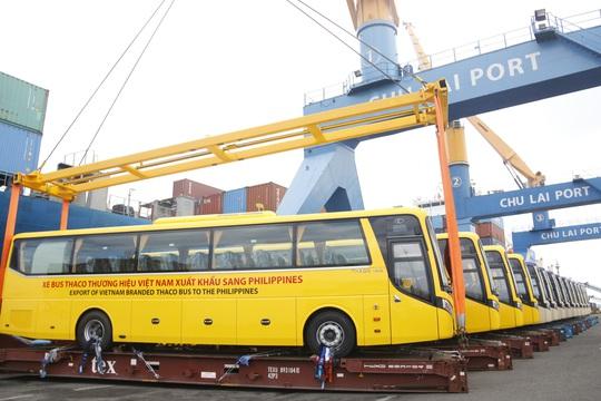 THACO xuất lô hàng xe bus thương hiệu Việt đầu tiên sang Philippines - Ảnh 1.