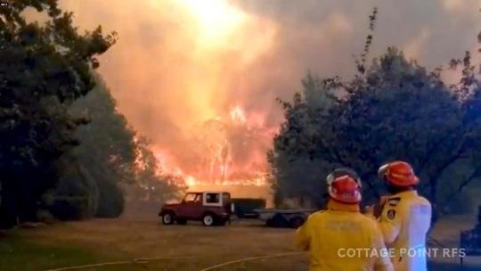 Cháy rừng khủng khiếp, dân Sydney đòi hủy bắn pháo hoa mừng năm mới - Ảnh 3.