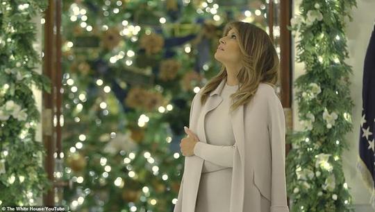 Đệ nhất phu nhân Mỹ đổi kiểu trang trí Nhà Trắng mùa Giáng sinh 2019 - Ảnh 1.