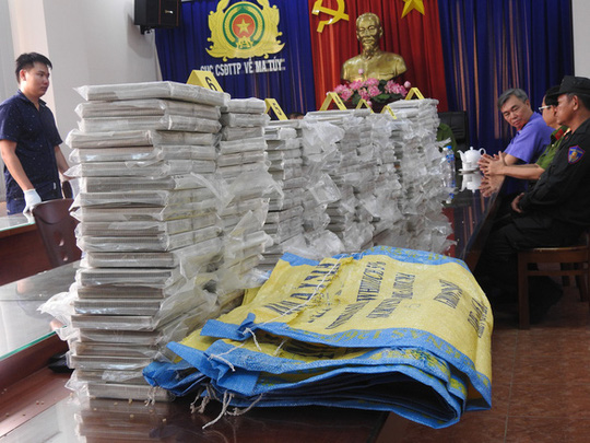 Triệt phá đường dây ma tuý cực lớn tại TP HCM, thu 446 bánh heroin - Ảnh 1.