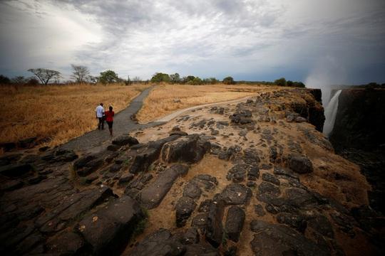 Hạn hán kinh hoàng, thác nước cao 100 mét gần cạn khô - Ảnh 5.