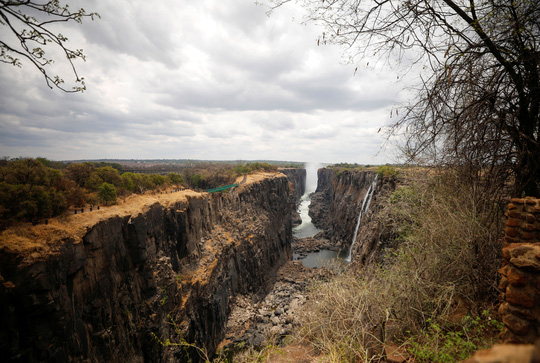 Hạn hán kinh hoàng, thác nước cao 100 mét gần cạn khô - Ảnh 8.
