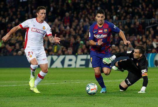 Nghi gian lận thi quốc tịch, Luis Suarez lỡ cơ hội gia nhập Juventus - Ảnh 1.