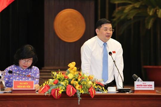 Đại biểu HĐND TP HCM kiến nghị tăng mức phạt đối với người tiểu bậy, vứt rác - Ảnh 3.