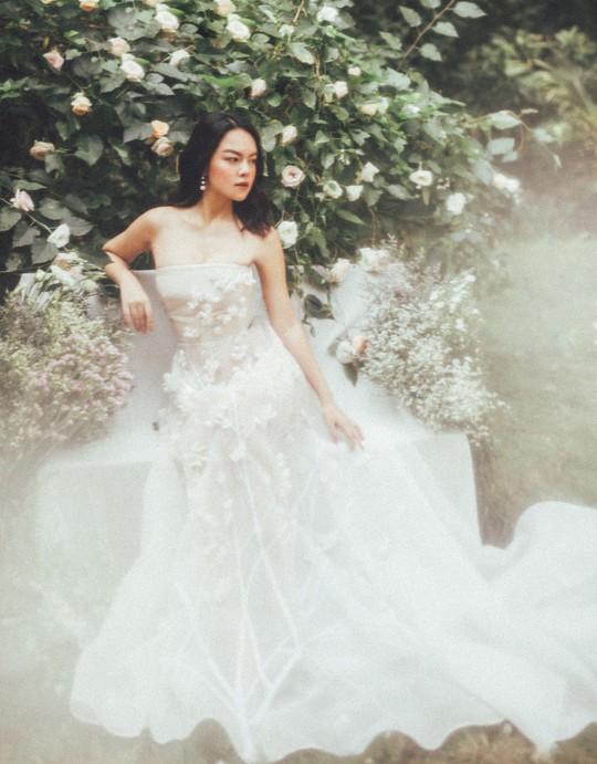 Rũ bỏ hình ảnh buồn bã, Phạm Quỳnh Anh khoe nhan sắc  nàng tiên hoa đón xuân - Ảnh 10.
