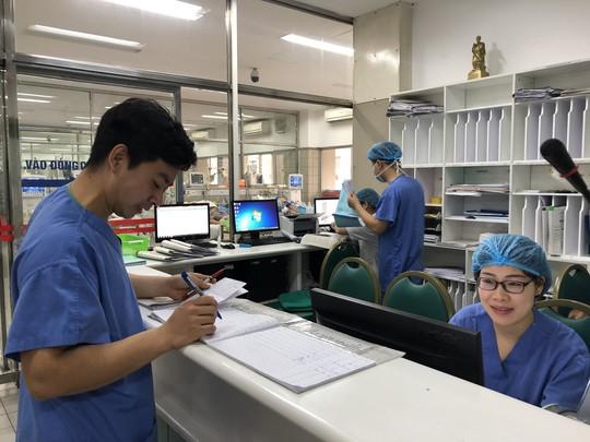 Đón Tết trong bệnh viện - Ảnh 1.