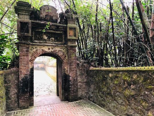 Ngắm vẻ đẹp huyền bí, cổ kính của ngôi chùa ngàn tuổi Bổ Đà - Ảnh 1.
