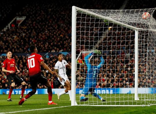 Bi kịch thẻ đỏ Pogba, Man United thua thảm tại Old Trafford - Ảnh 4.