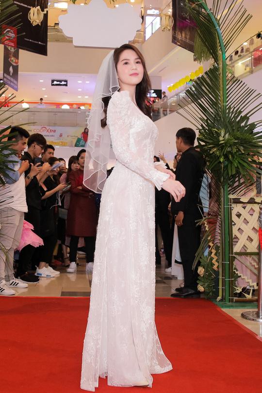 Ngọc Trinh và Diệu Nhi duyên dáng với đầm cô dâu - Ảnh 3.