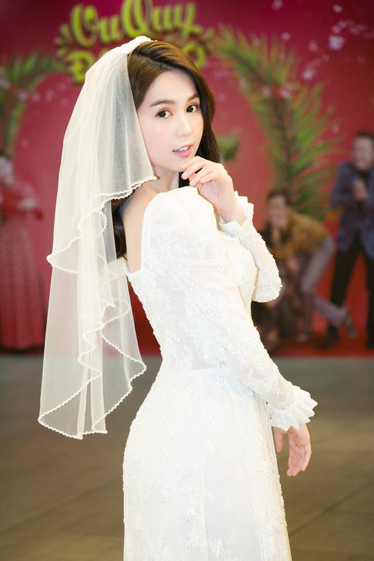 Ngọc Trinh và Diệu Nhi duyên dáng với đầm cô dâu - Ảnh 4.