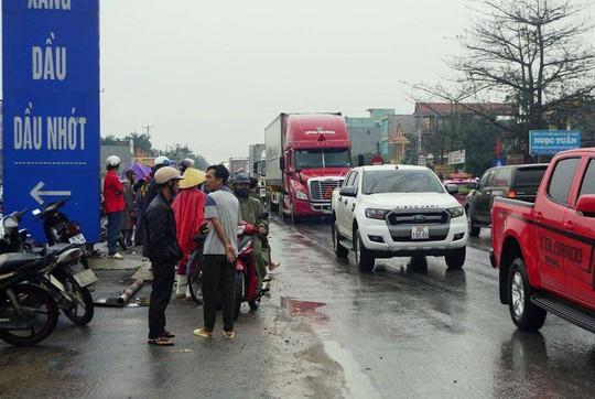 Xe container gây tai nạn liên hoàn nghiêm trọng, 4 người thương vong - Ảnh 6.