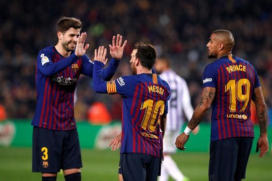 Messi ôm mặt vì hỏng phạt đền, Barcelona chật vật hạ Valladolid - Ảnh 6.