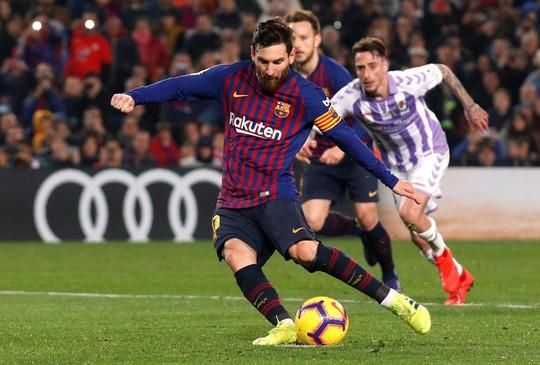 Messi ôm mặt vì hỏng phạt đền, Barcelona chật vật hạ Valladolid - Ảnh 4.