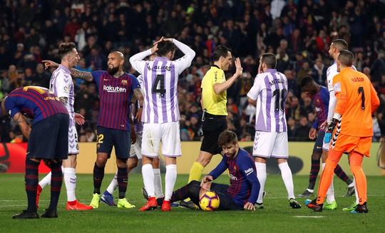 Messi ôm mặt vì hỏng phạt đền, Barcelona chật vật hạ Valladolid - Ảnh 3.