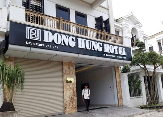 """Khách sạn, nhà nghỉ đội giá """"chặt chém"""" du khách trước giờ khai ấn Đền Trần - Ảnh 2."""