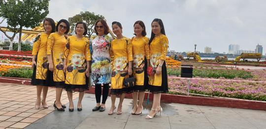 Cầu Vàng rực rỡ tại đường hoa Đà Nẵng - Ảnh 8.