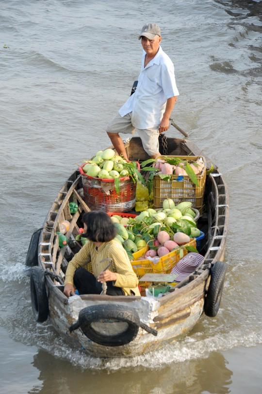 Chợ nổi lớn nhất miền Tây tấp nập nông sản những ngày giáp Tết  - Ảnh 5.